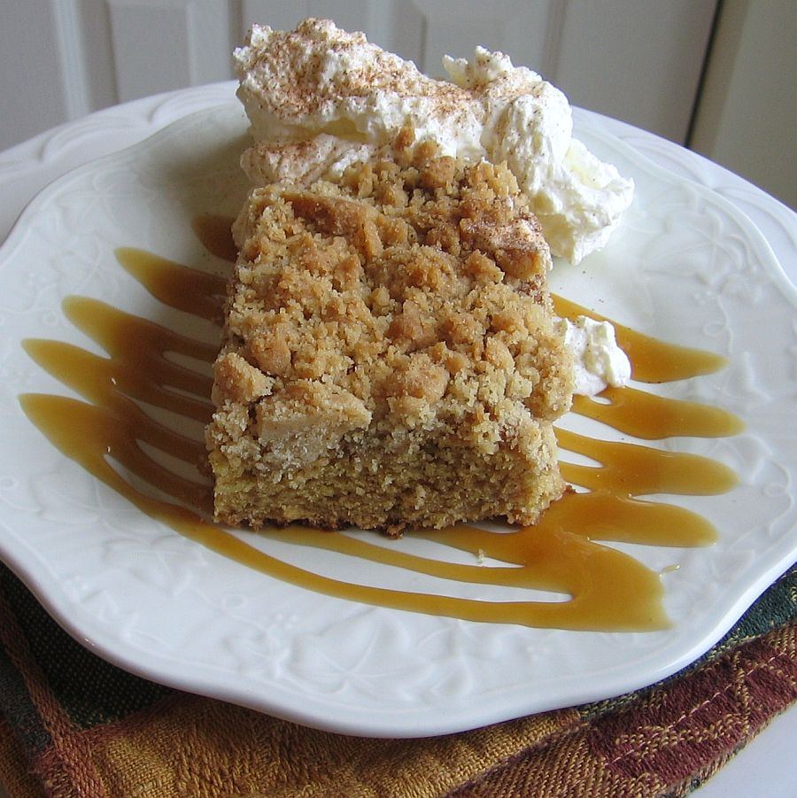 Pastel de migas de compota de manzana