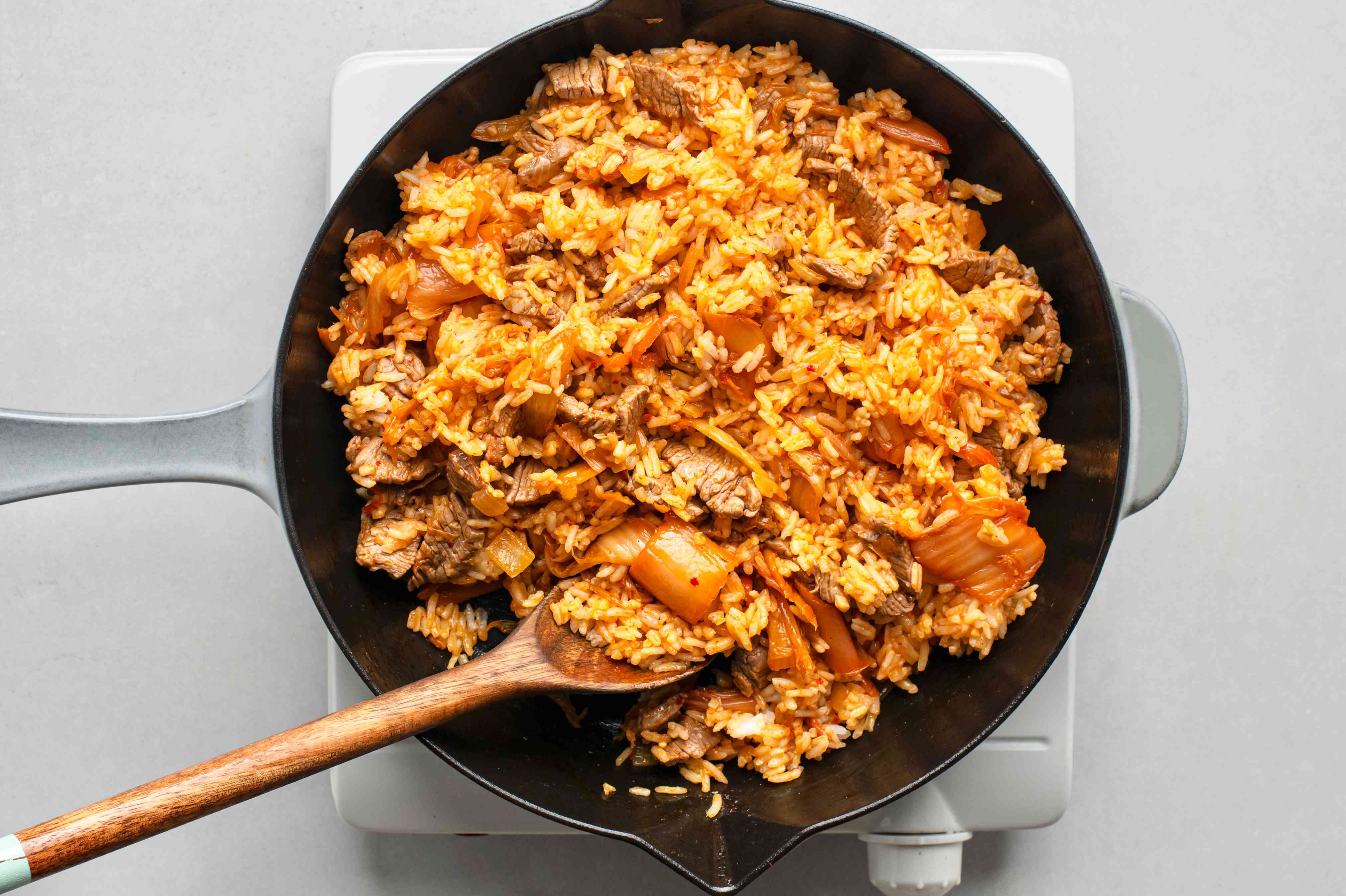 add rice to the kimchi mixture