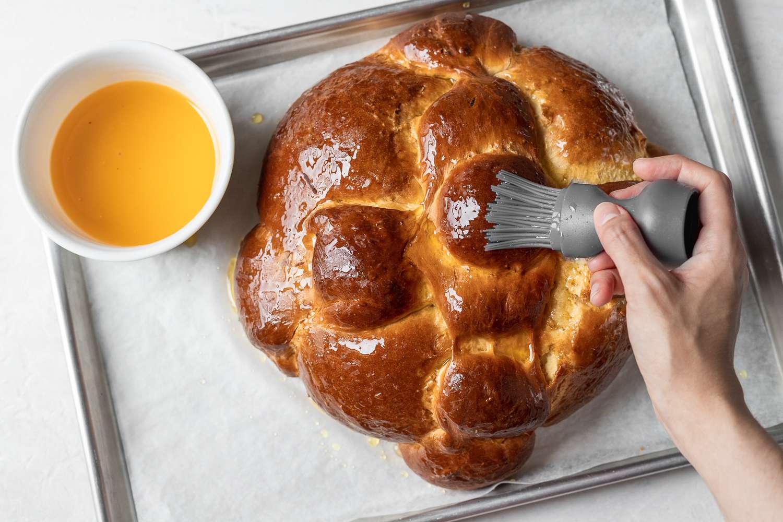 Glazed pan de muerto