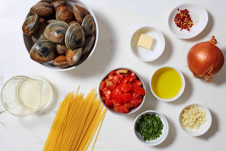 White Wine and Garlic Clam Pasta ingredients