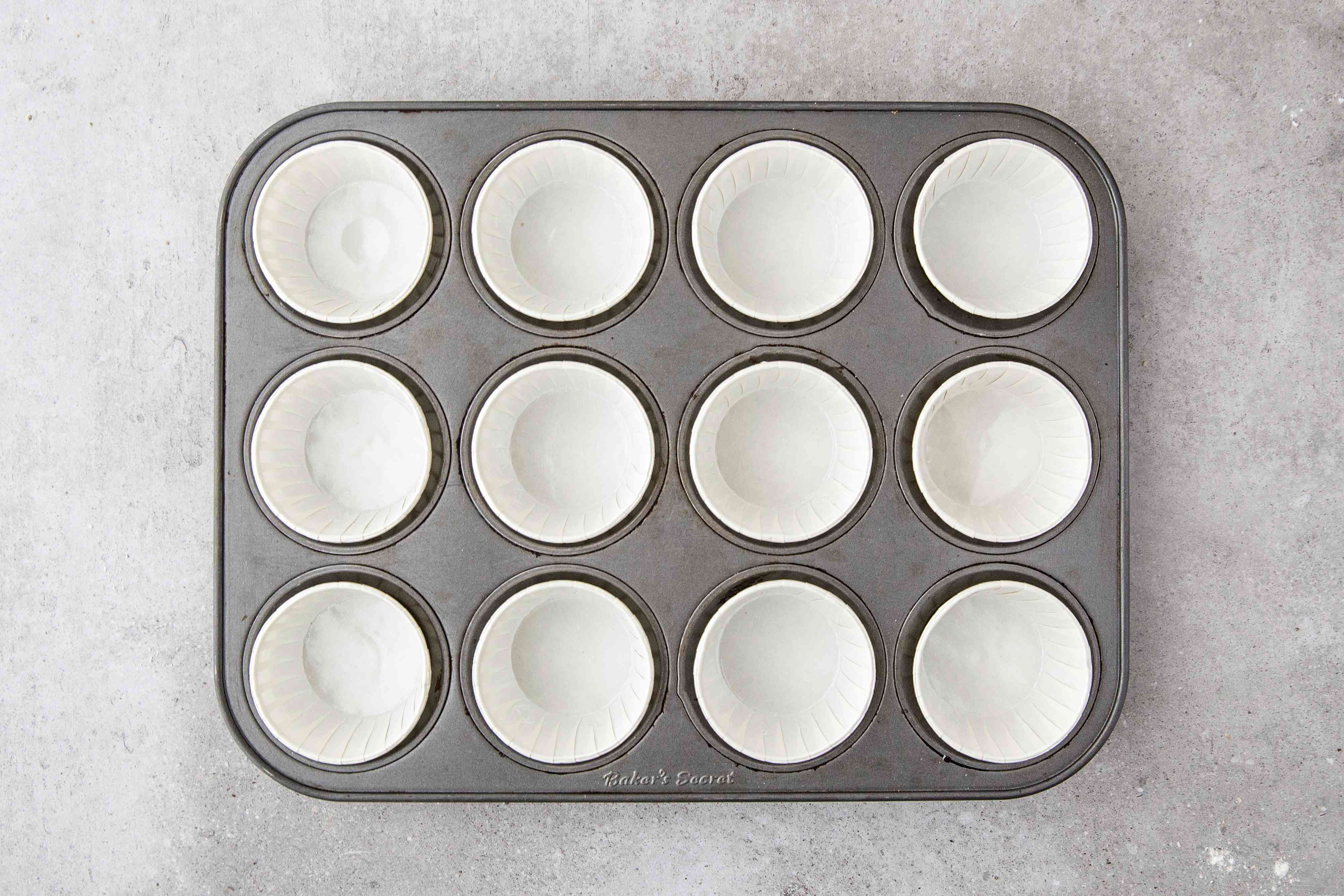 Line muffin tin