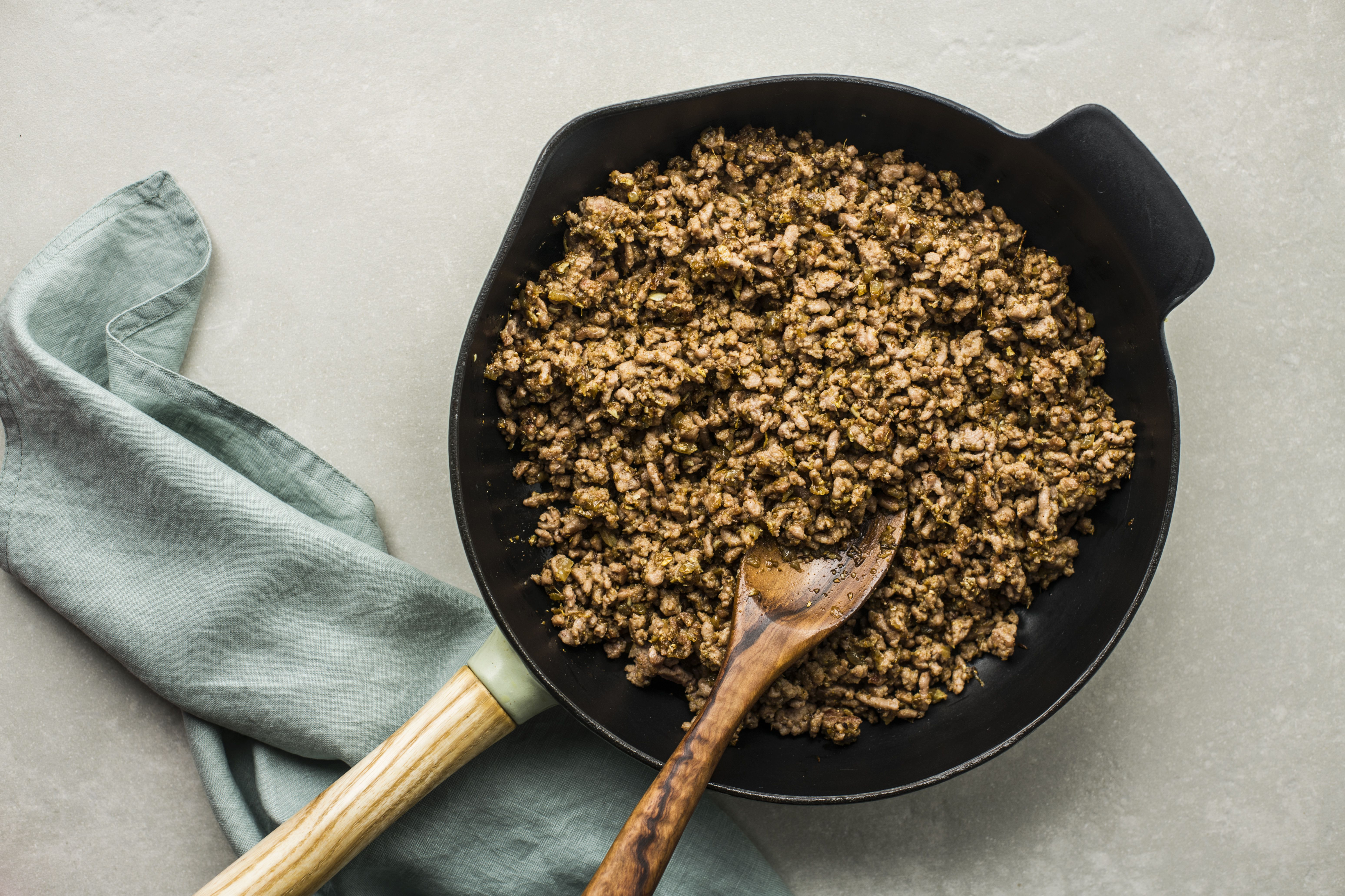 Sauteing meat and spice mixture