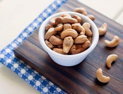 A bowl of cashews