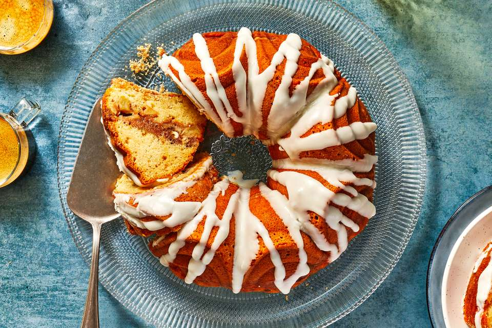 Apple Streusel Bundt Cake