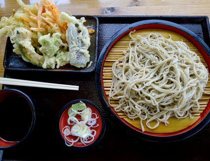 Tenzaru soba (tempura and soba noodles)