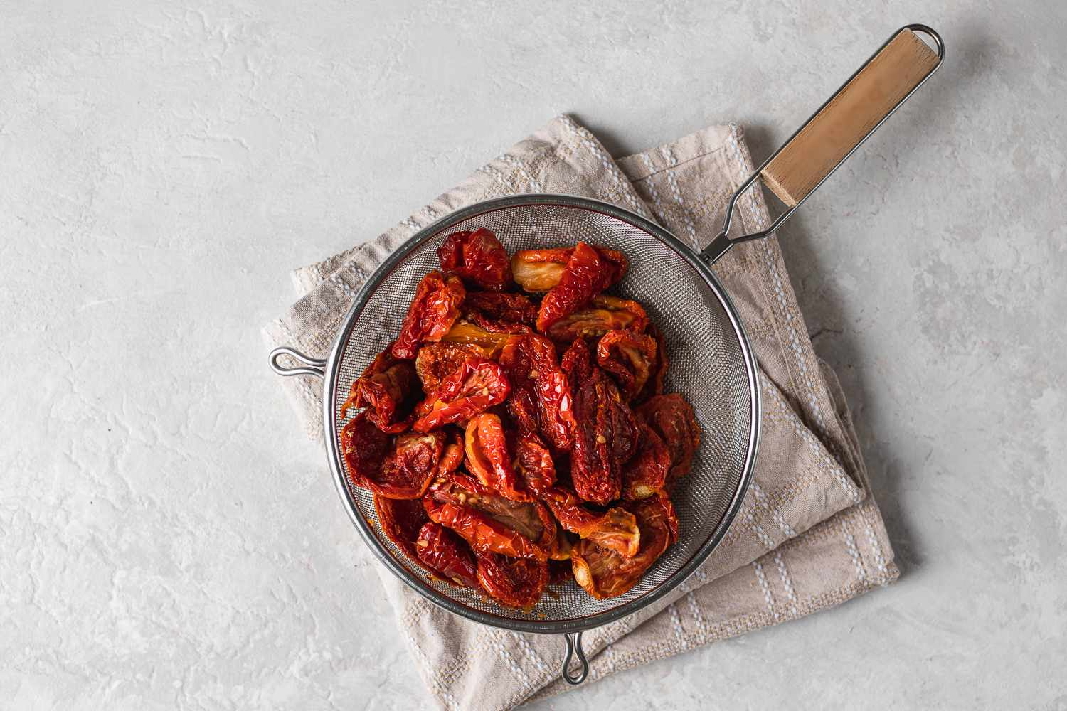 drain the tomatoes from the vinegar mixture