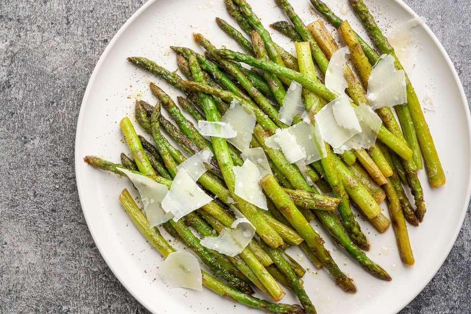 Pan-Roasted Asparagus With Lemon and Garlic