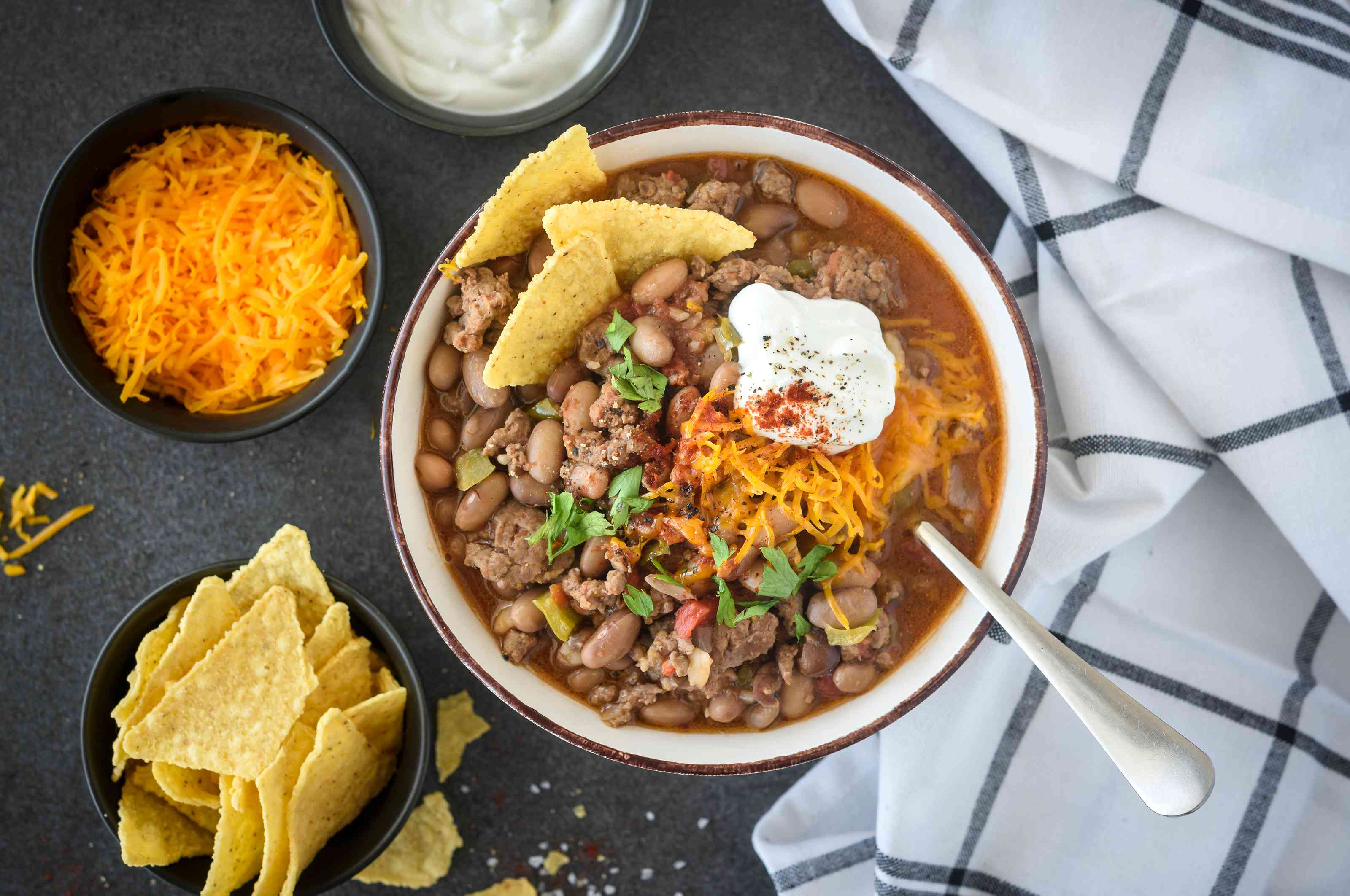 Add toppings to chili