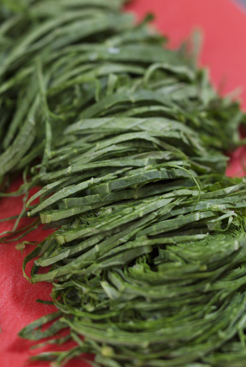 Collard greens for Couve à Mineira