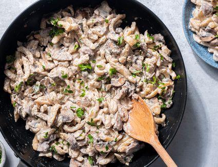 Spaetzle With Mushrooms in Cream Sauce