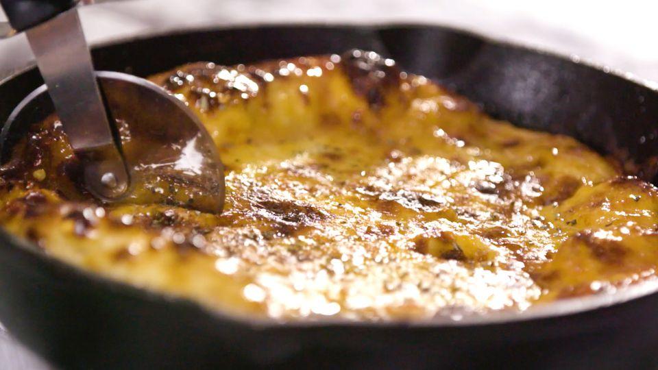 Pizza de sartén de plato hondo