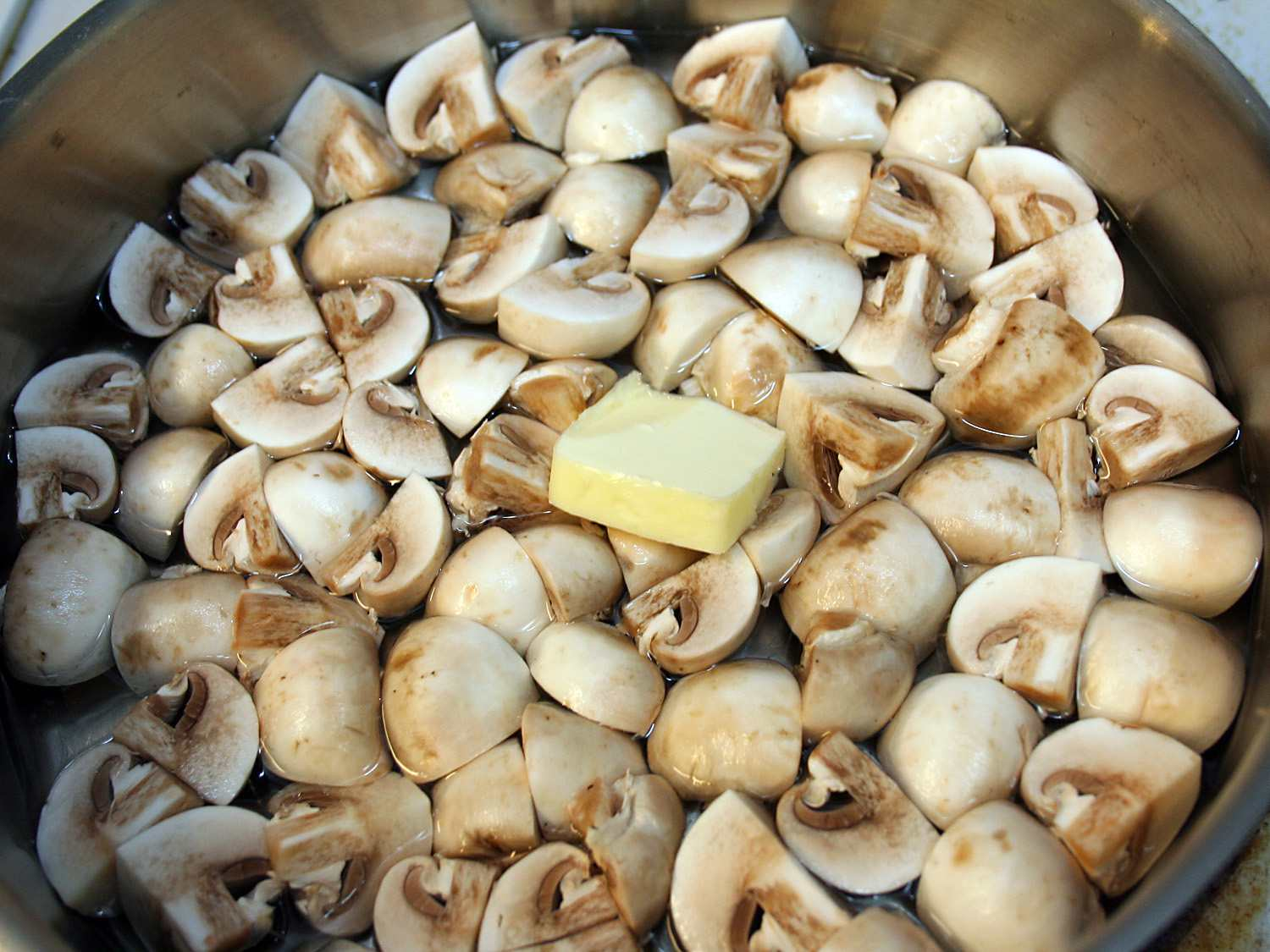 Wet crowded mushrooms with butter