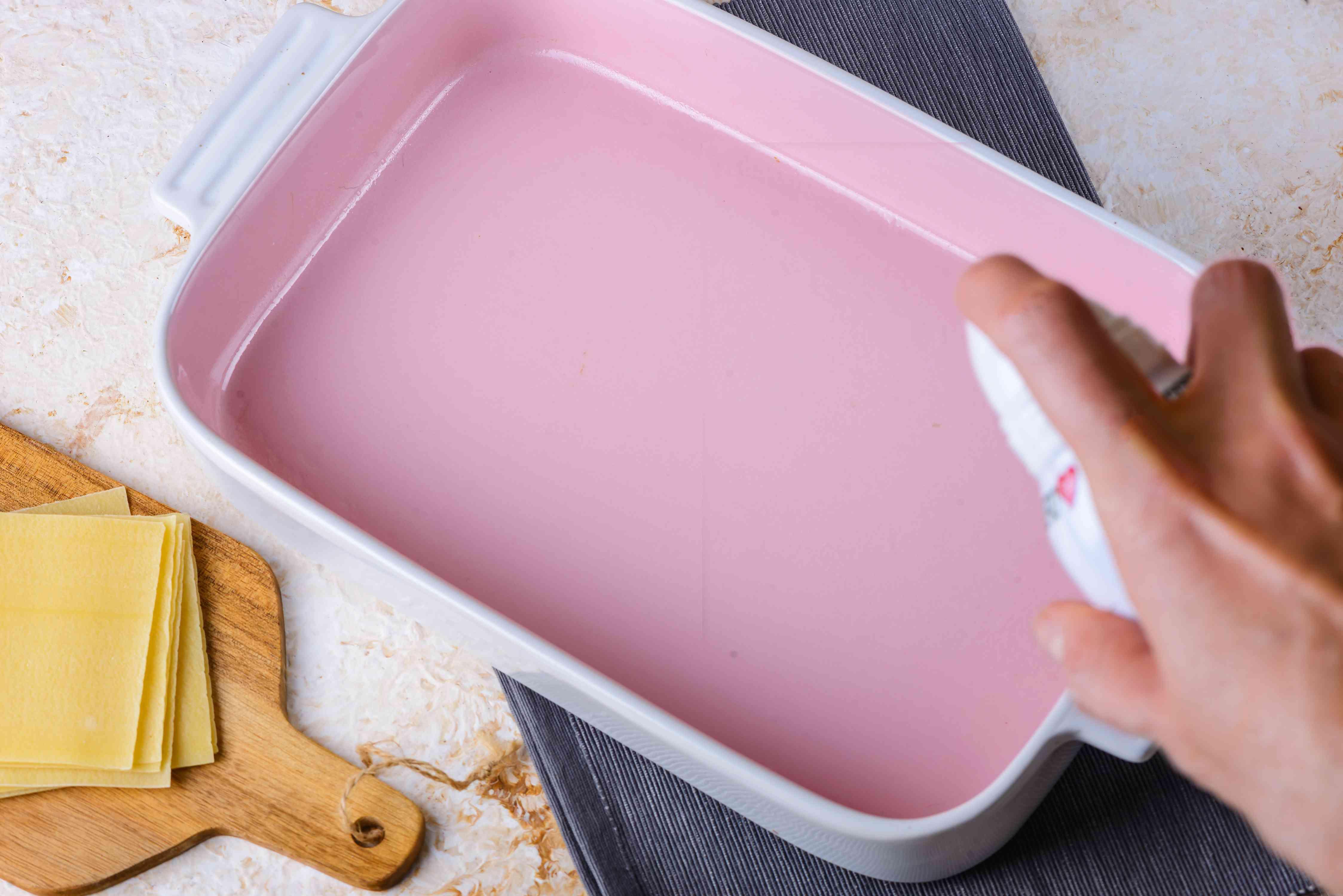 Spray pan
