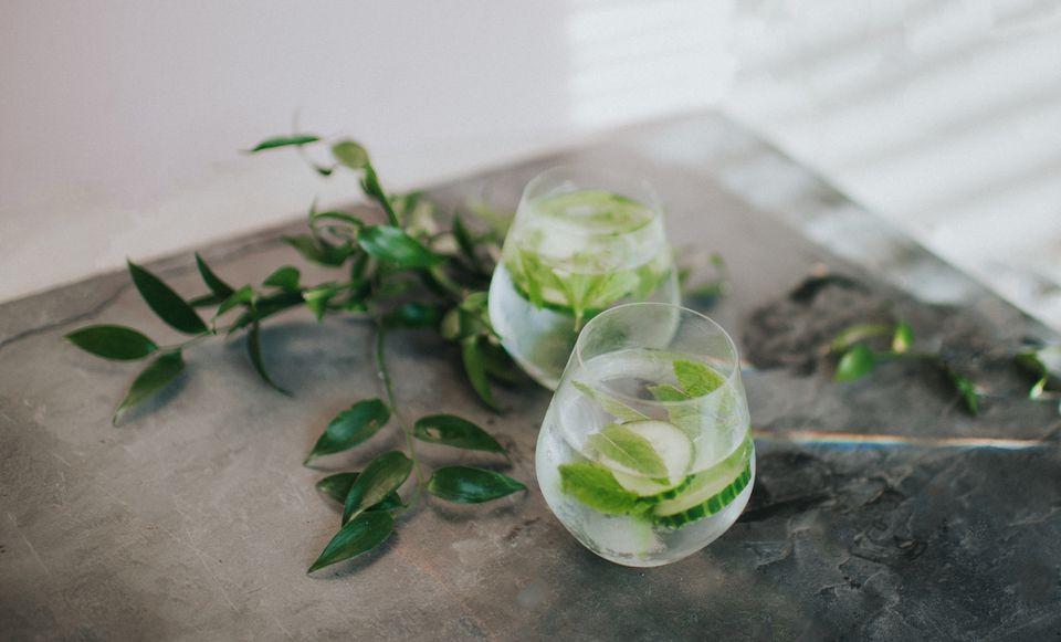 Cóctel de pepino rocoso con la bondad orgánica del vodka de hoja