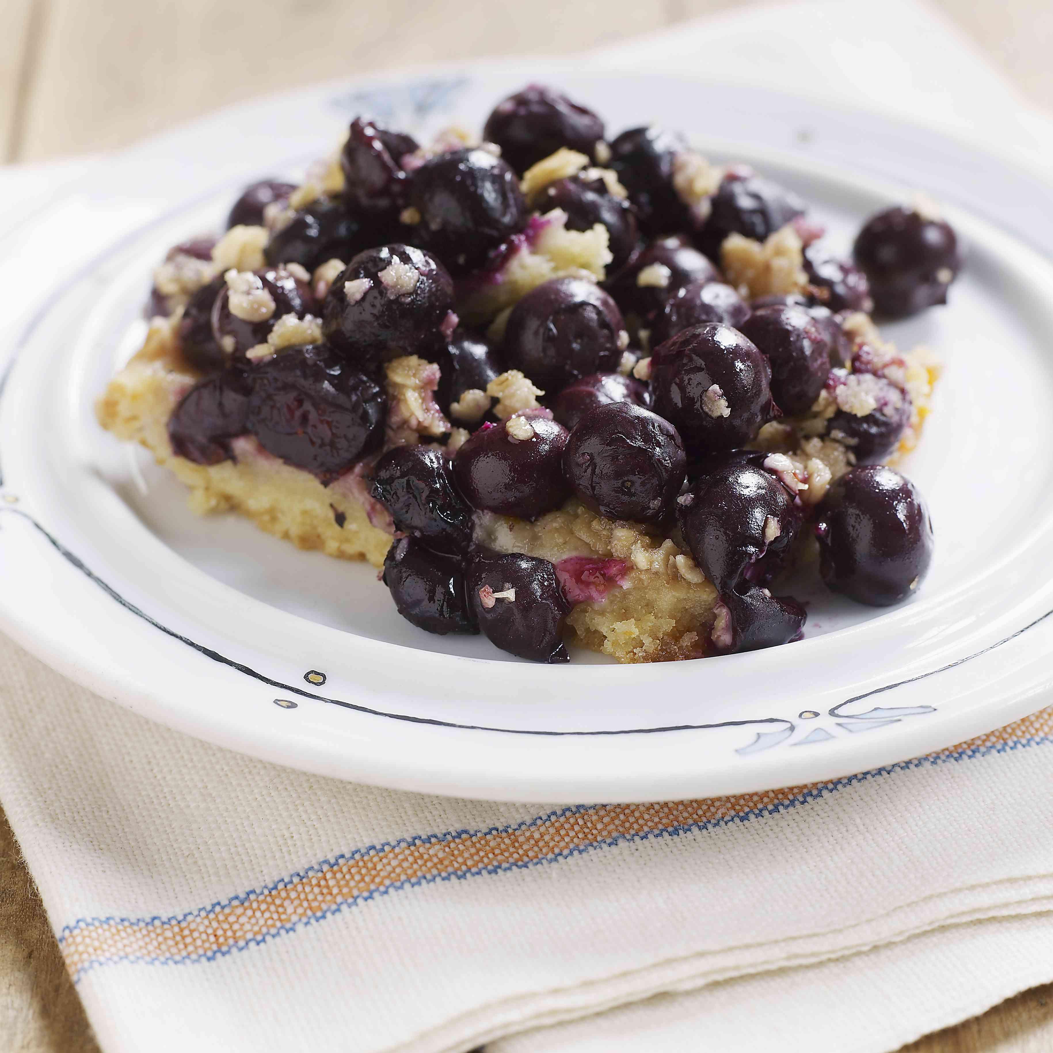 Easy blueberry crunch dessert on a plate