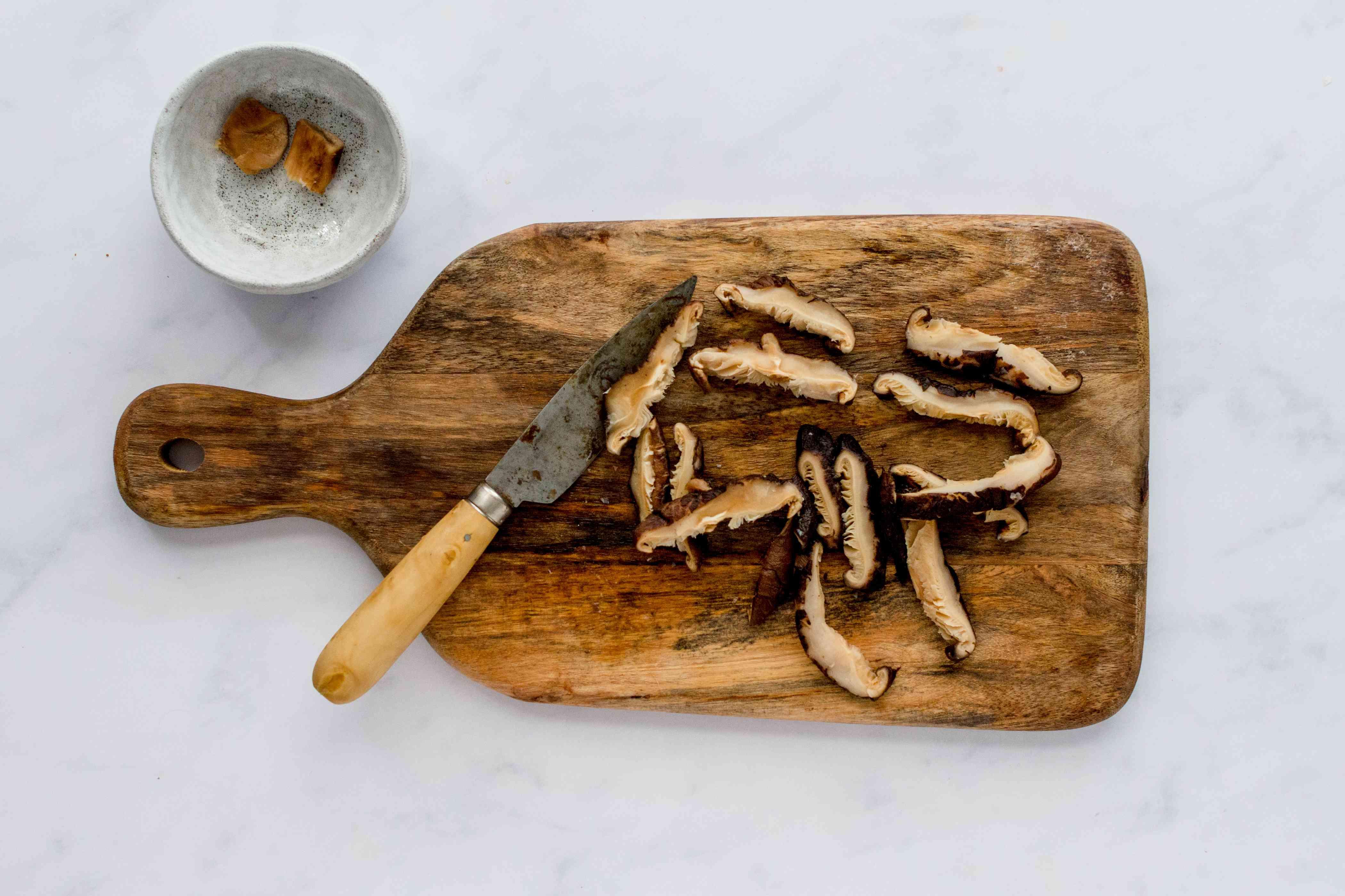drain and slice mushrooms