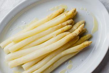 Cook white asparagus Spargel recipe