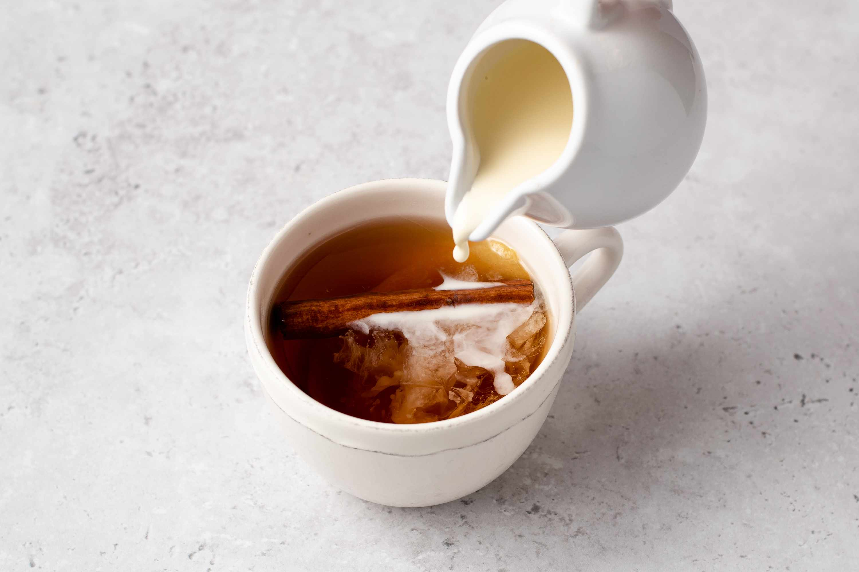 add cream to the tea in the cup