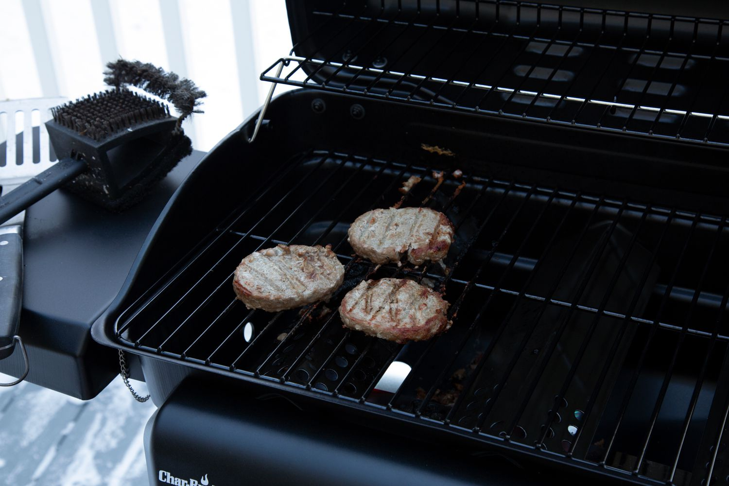 char-broil-classic-360-3-burner-gas-grill-cooking