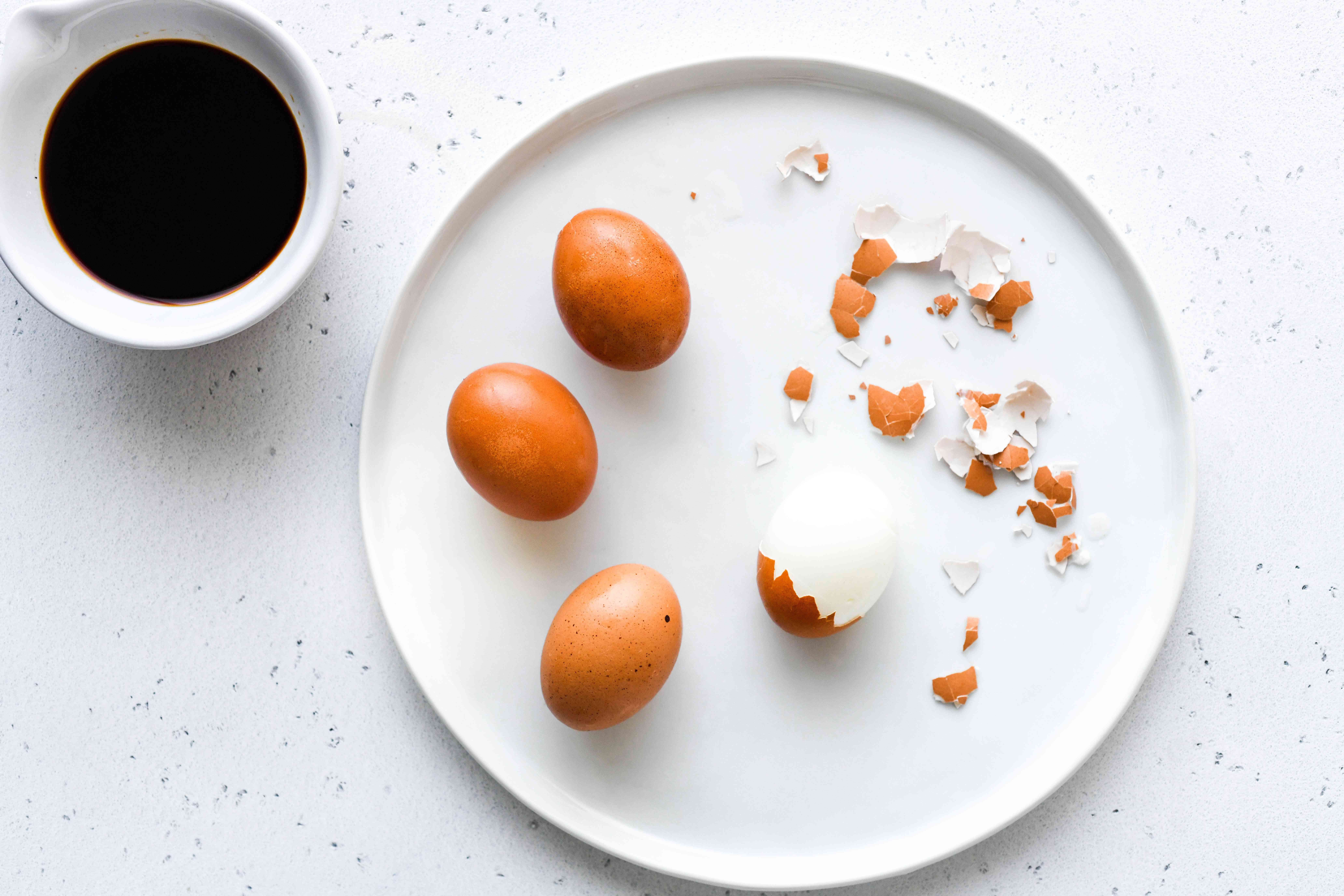 remove shells from boiled eggs