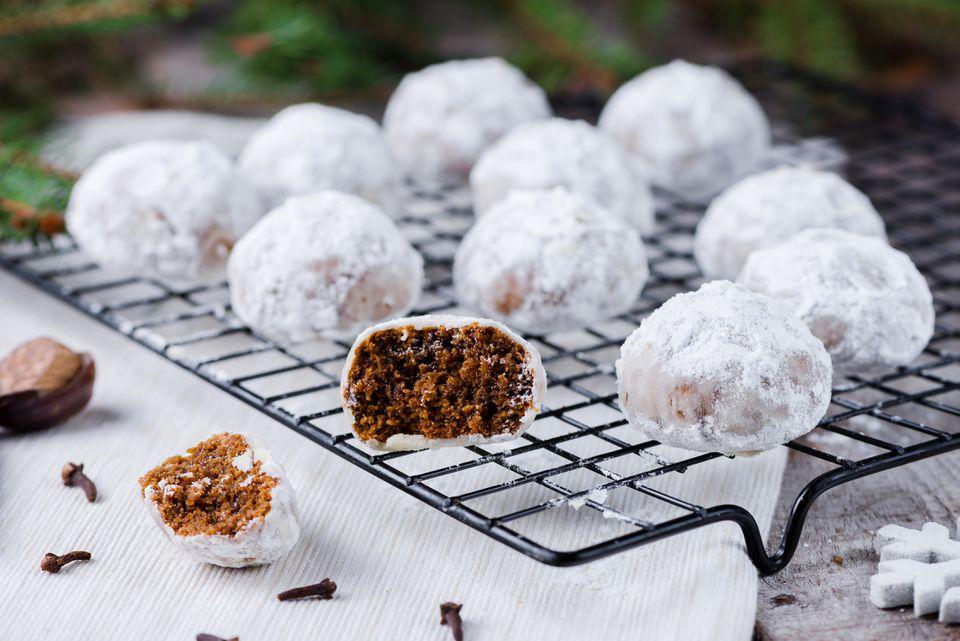 Vegan pfeffernusse cookies