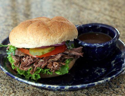 Crock pot Italian beef sandwich with dipping sauce