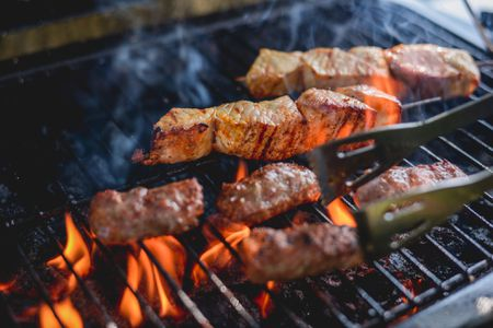 The Differences Between Grilling and Broiling
