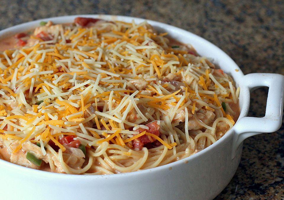 Spaghetti de pollo al horno con queso
