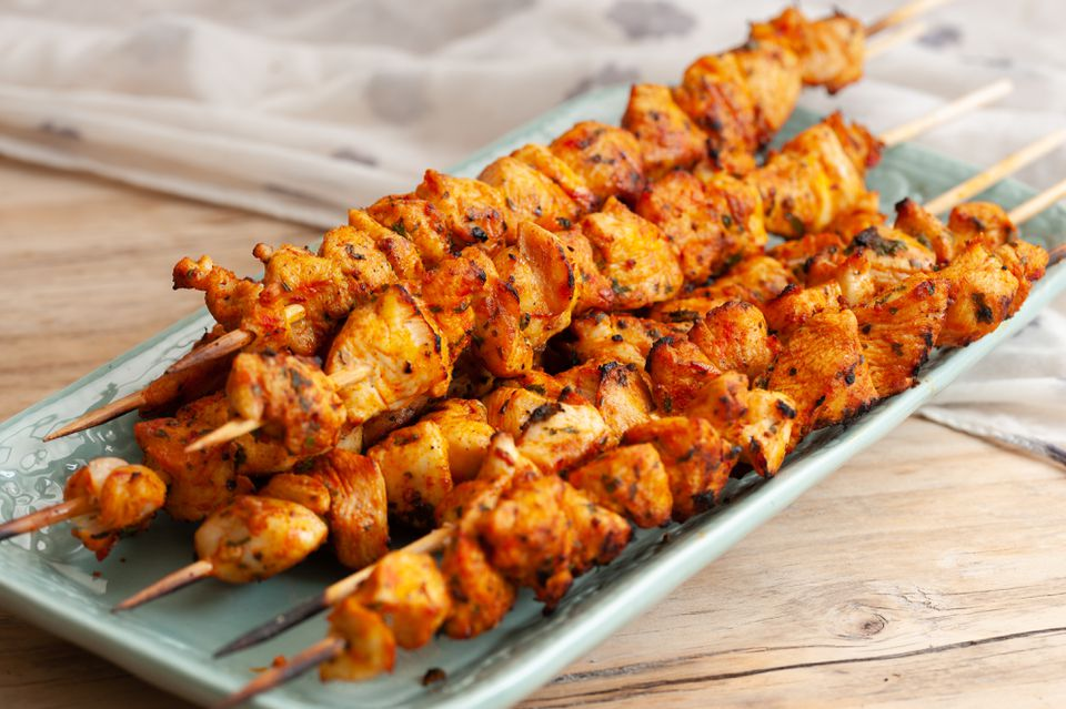 brochetas de pollo o pavo marroquí (brochetas)