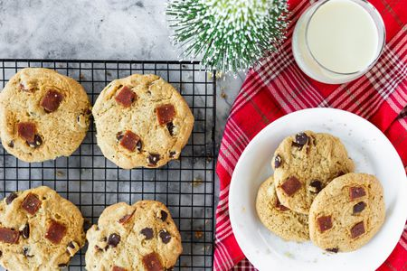 12 Easy Vegan Christmas Cookies