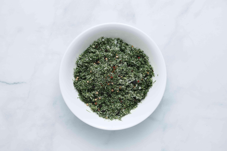 mix the sugar, salt, peppercorns, juniper berries, dill, and optional chili pepper flakes