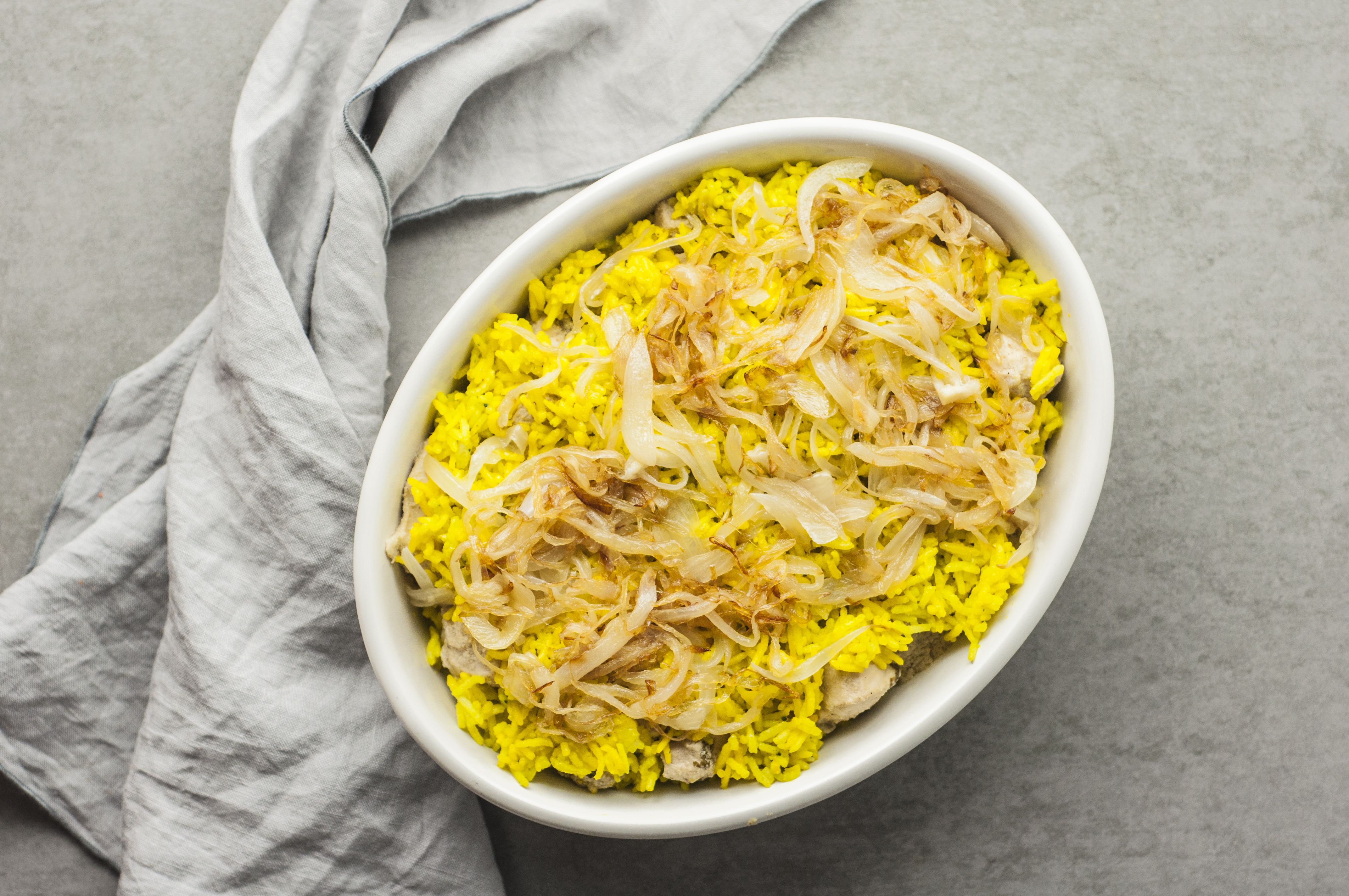 Layer rice and meat in cooking dish