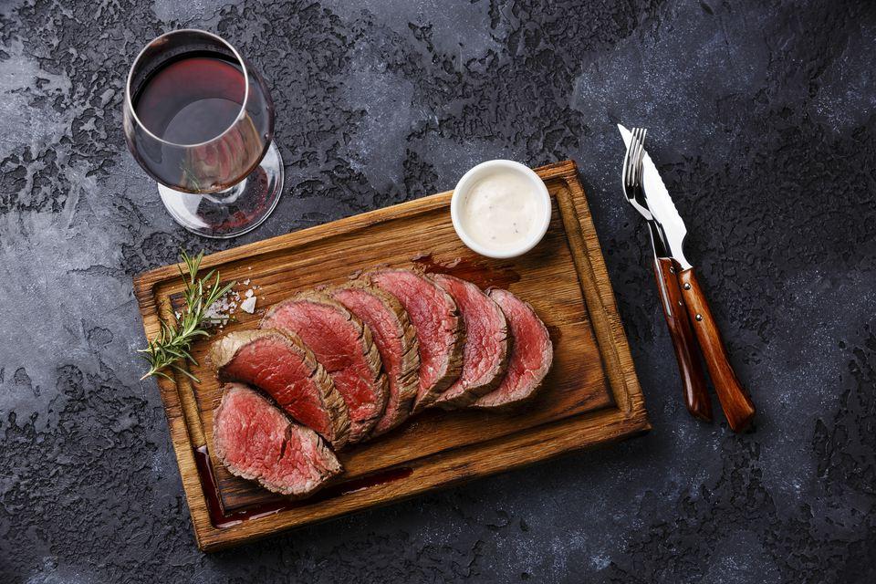 Beef tenderloin with red wine
