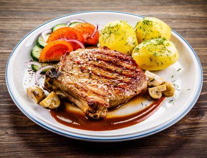 Grilled pork chop with vegetables