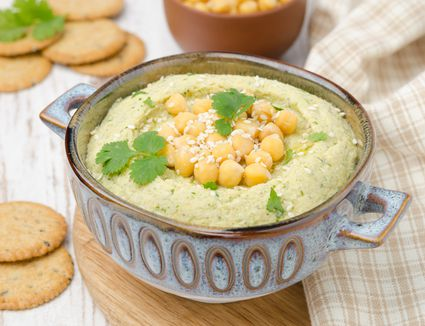 Hummus With Cilantro and Crackers