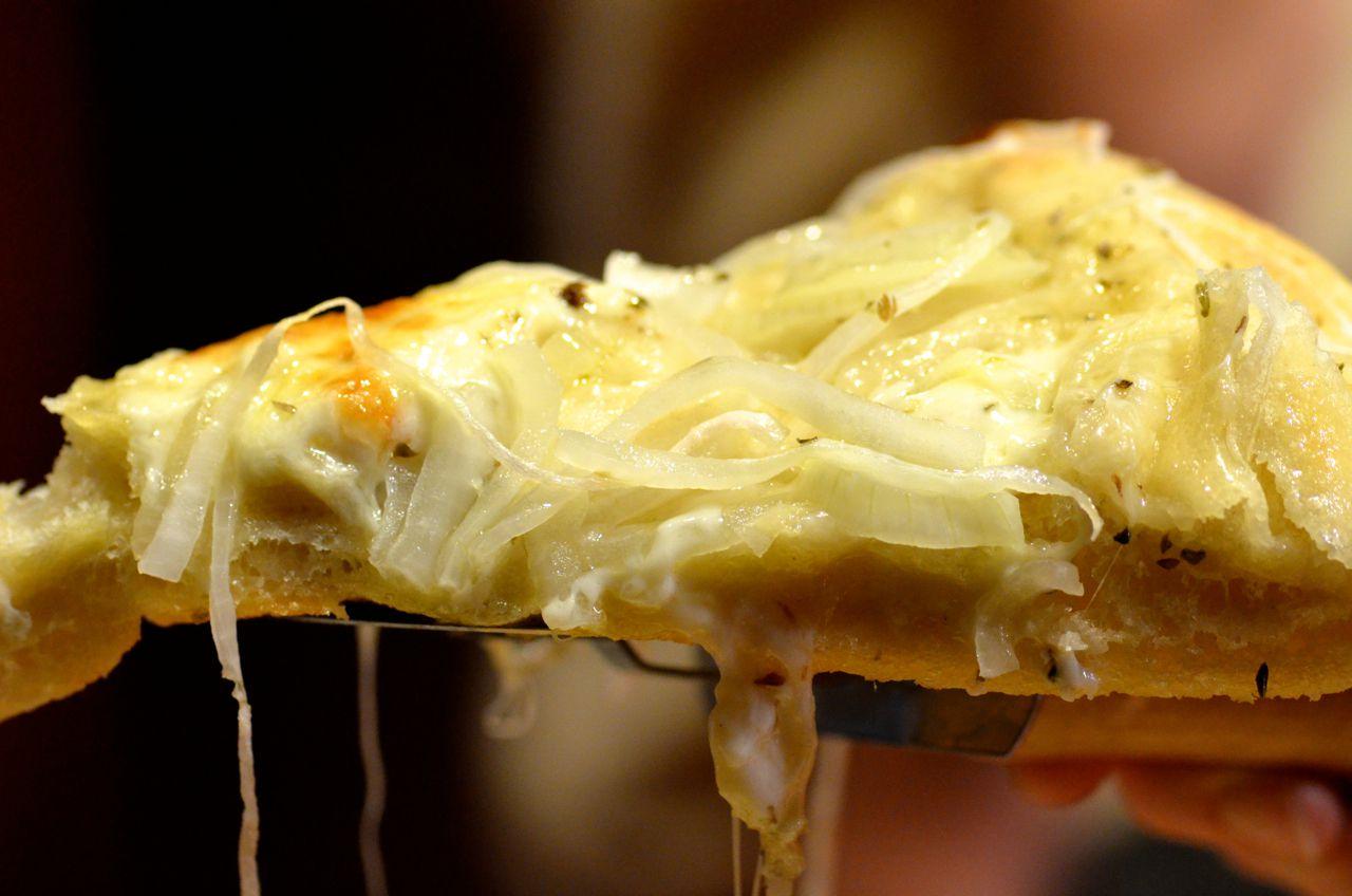 fugazza onion pizza