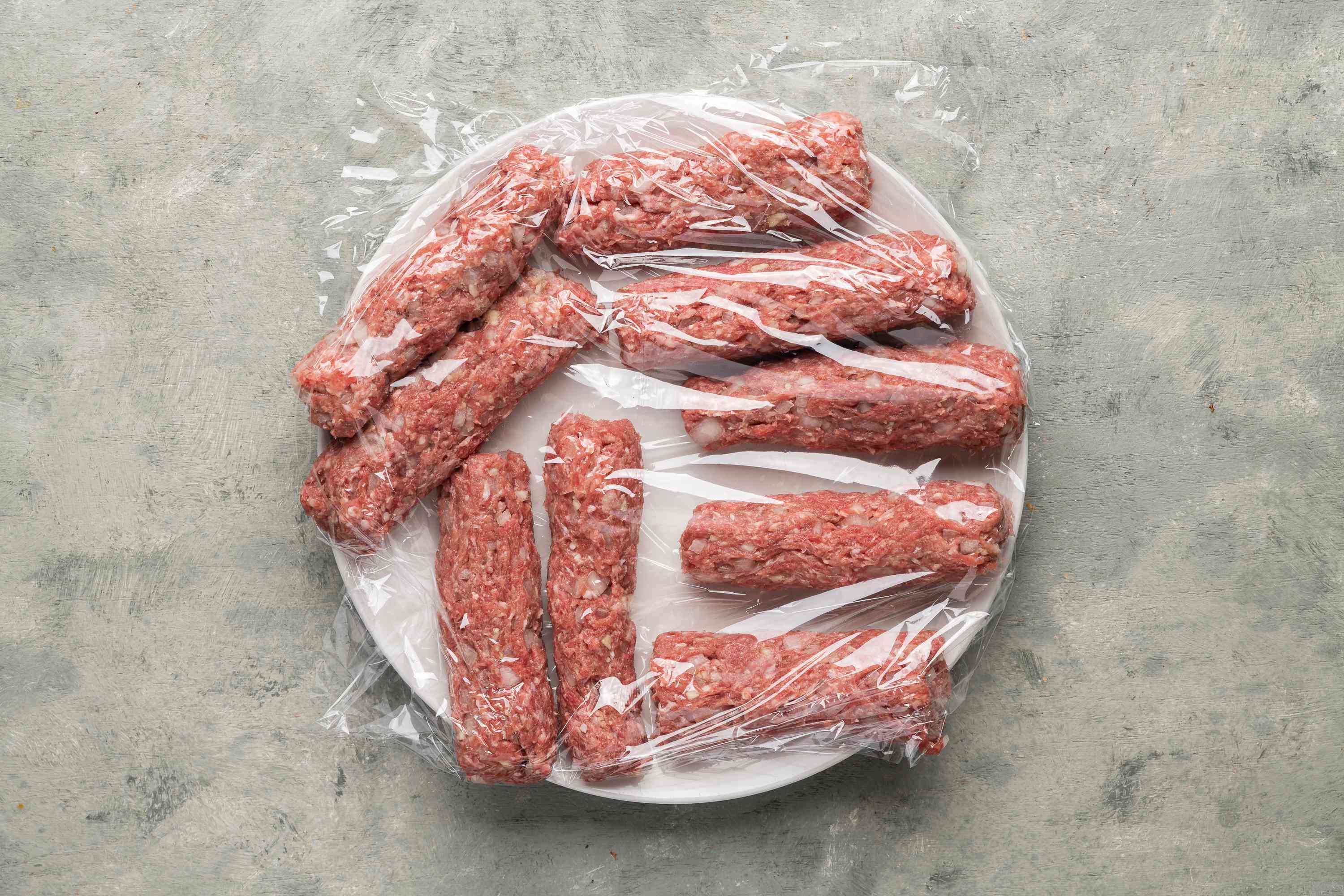 Place the sausages on a plastic wrap-lined plate, covered with plastic