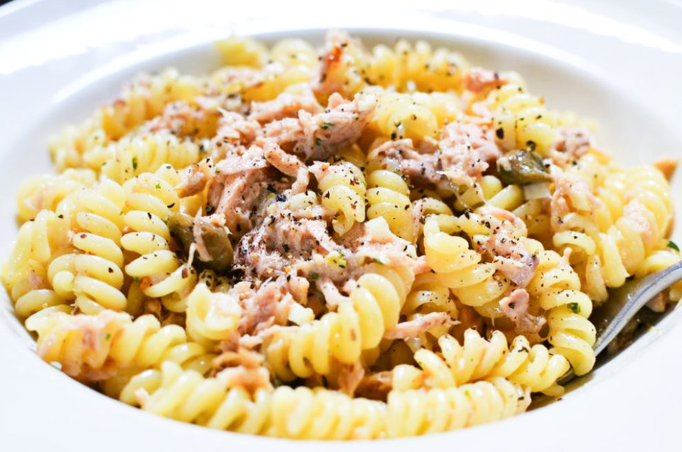 Pasta With Garlic, Lemon, Capers, and Tuna