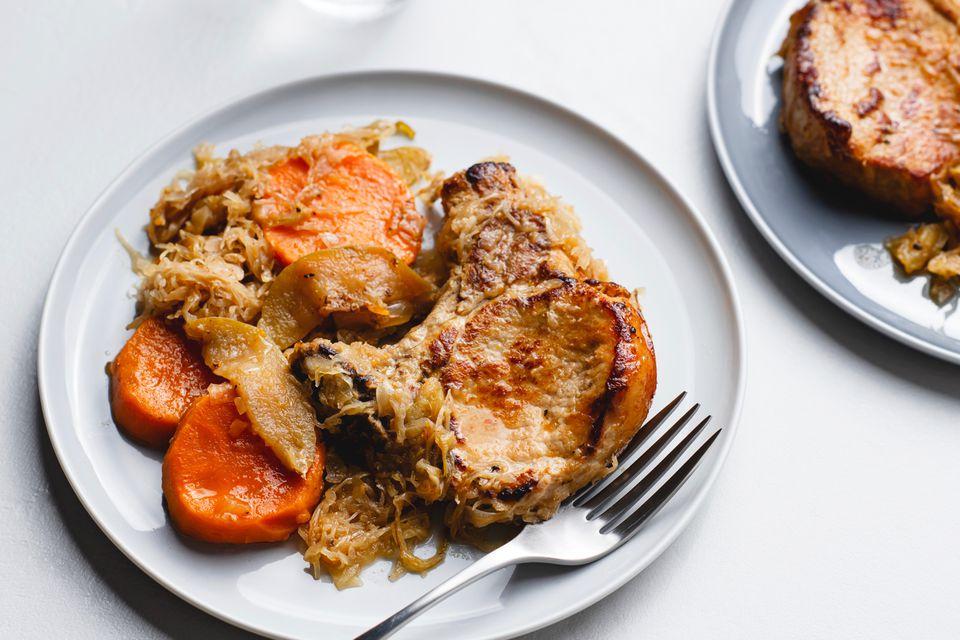 Slow Cooker Apple Pork Chops With Sauerkraut