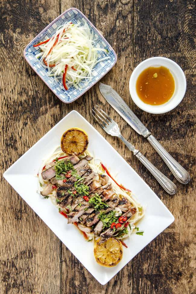 Green papaya and sirloin steak salad