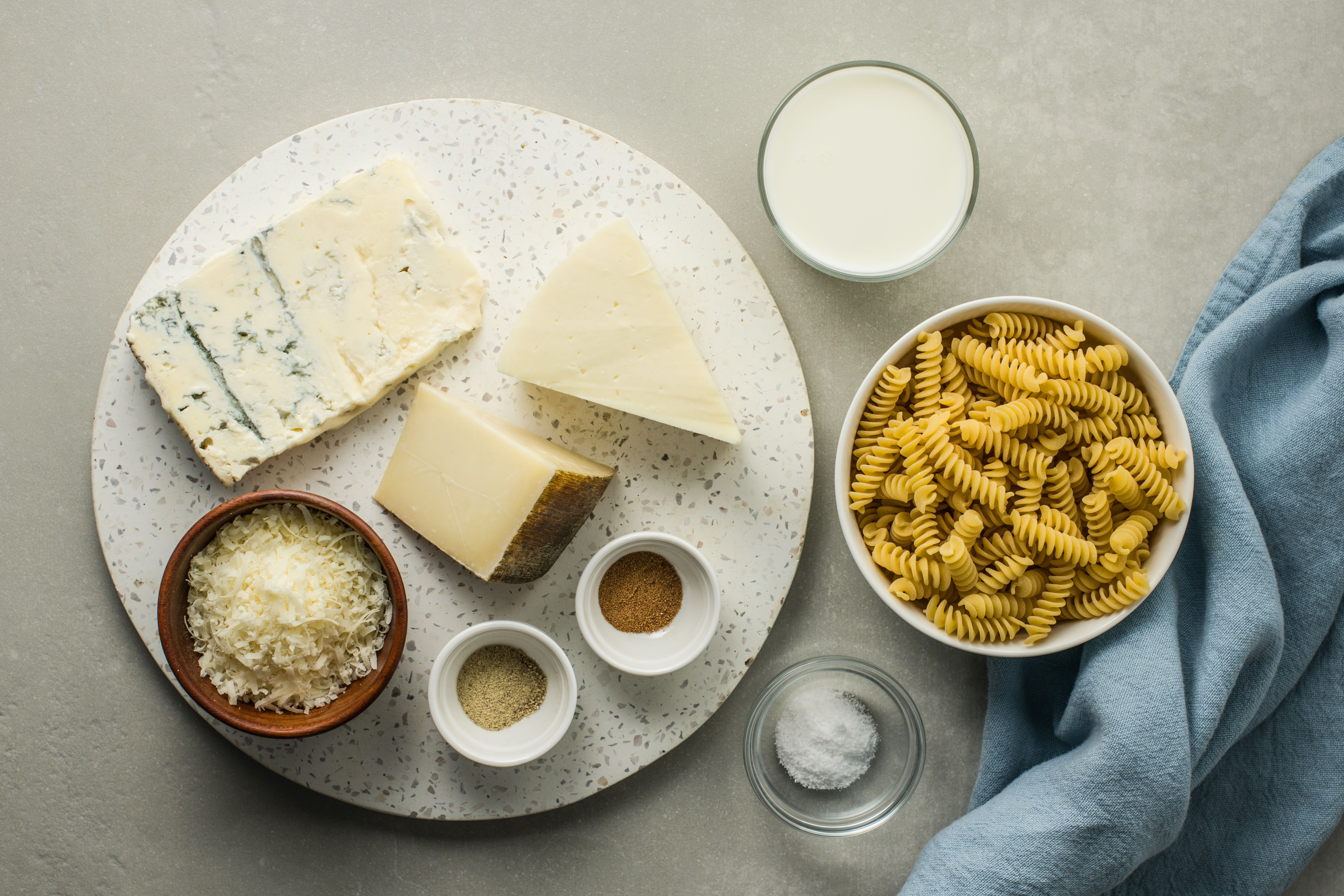 Four-Cheese Pasta Sauce ingredients