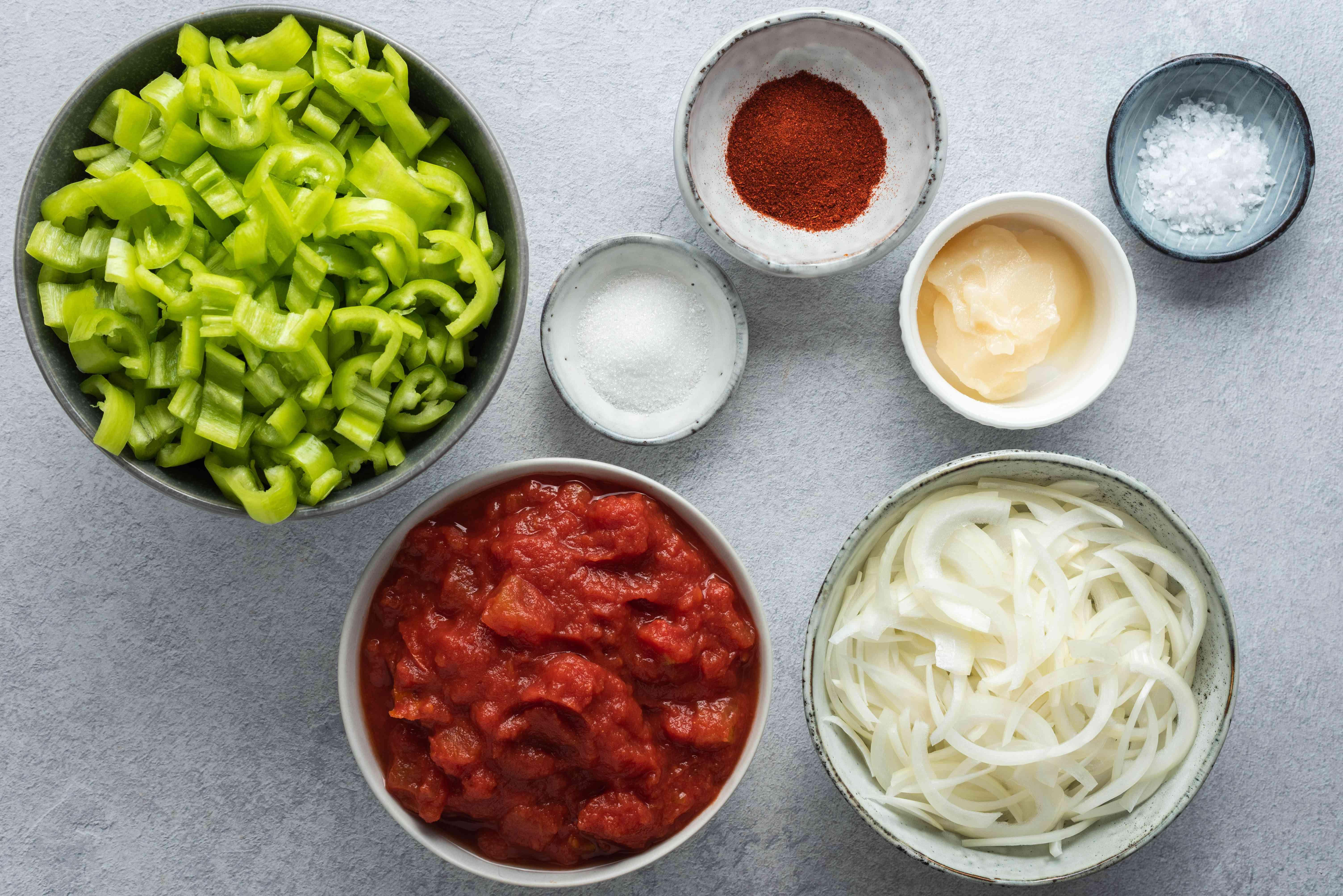 Hungarian tomato-pepper stew (lecsó) ingredients