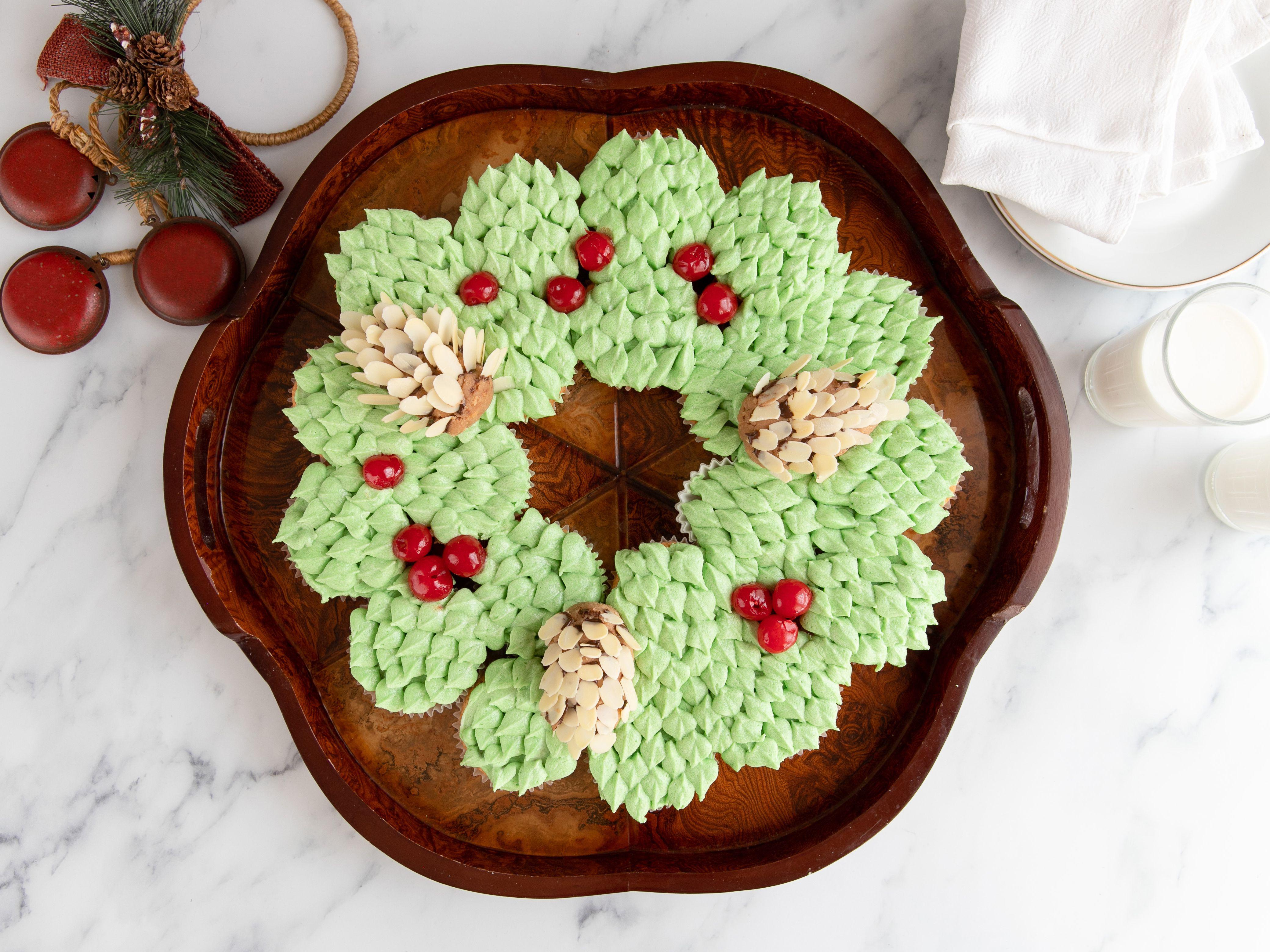 christmas cupcake wreath hero 01 b19f9eccc1b fc9f cd