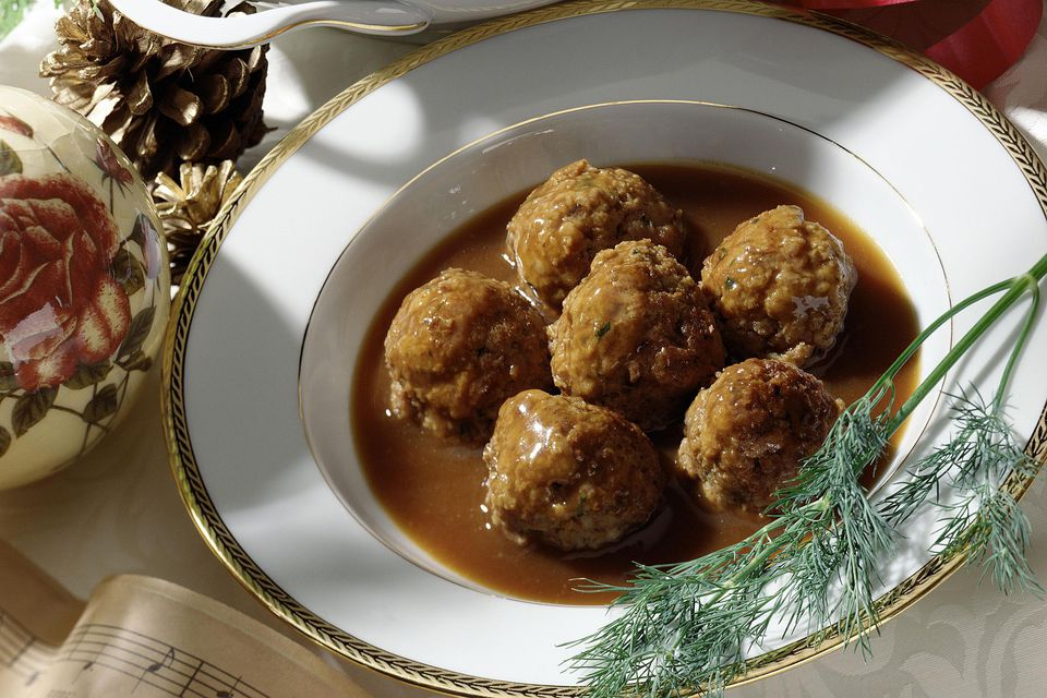 Meatballs in gravy