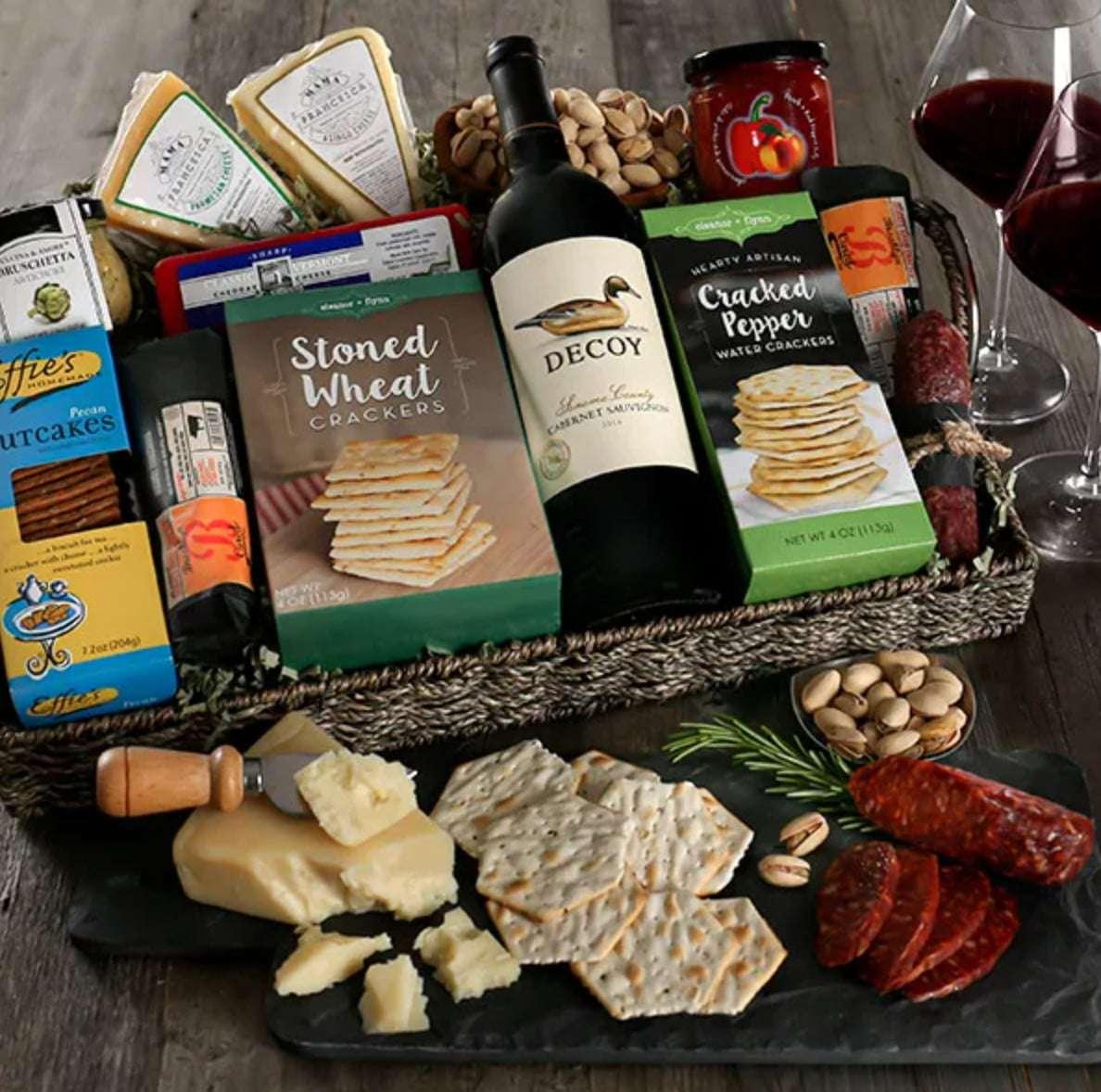 gourmet-gift-baskets-artisan-charcuterie-wine-tray