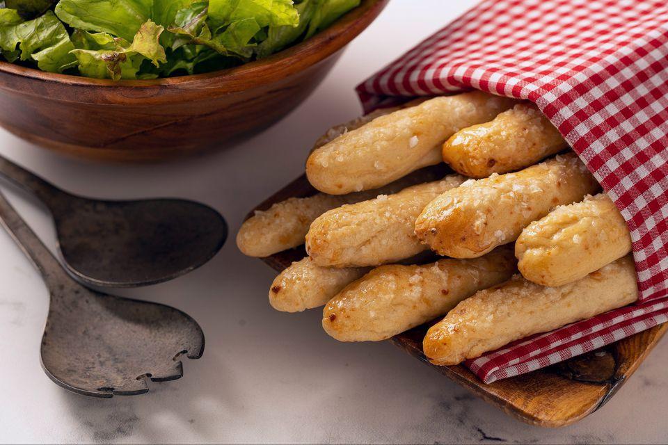 Palitos de pan con parmesano