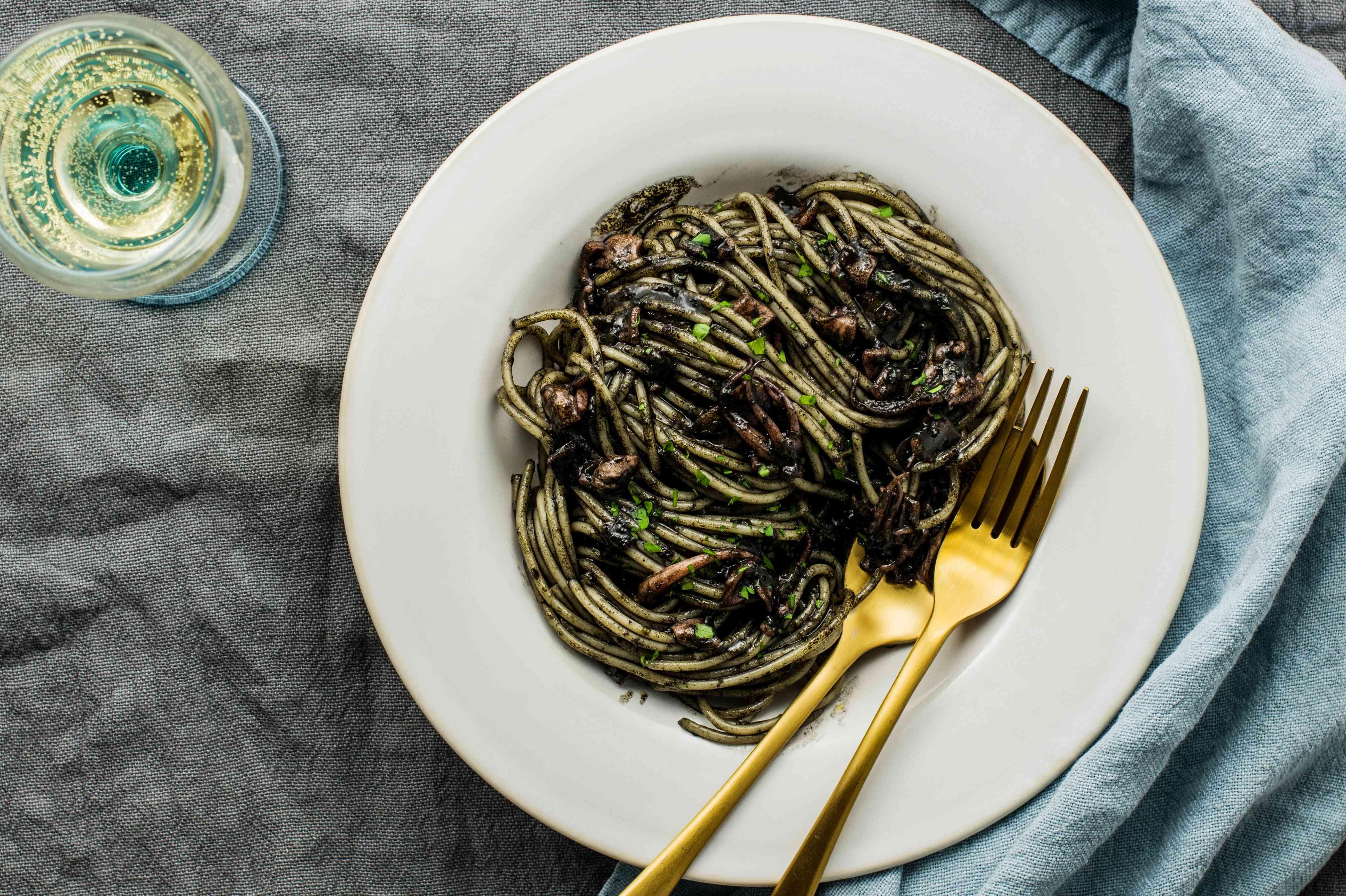 Spaghetti al nero di seppia recipe