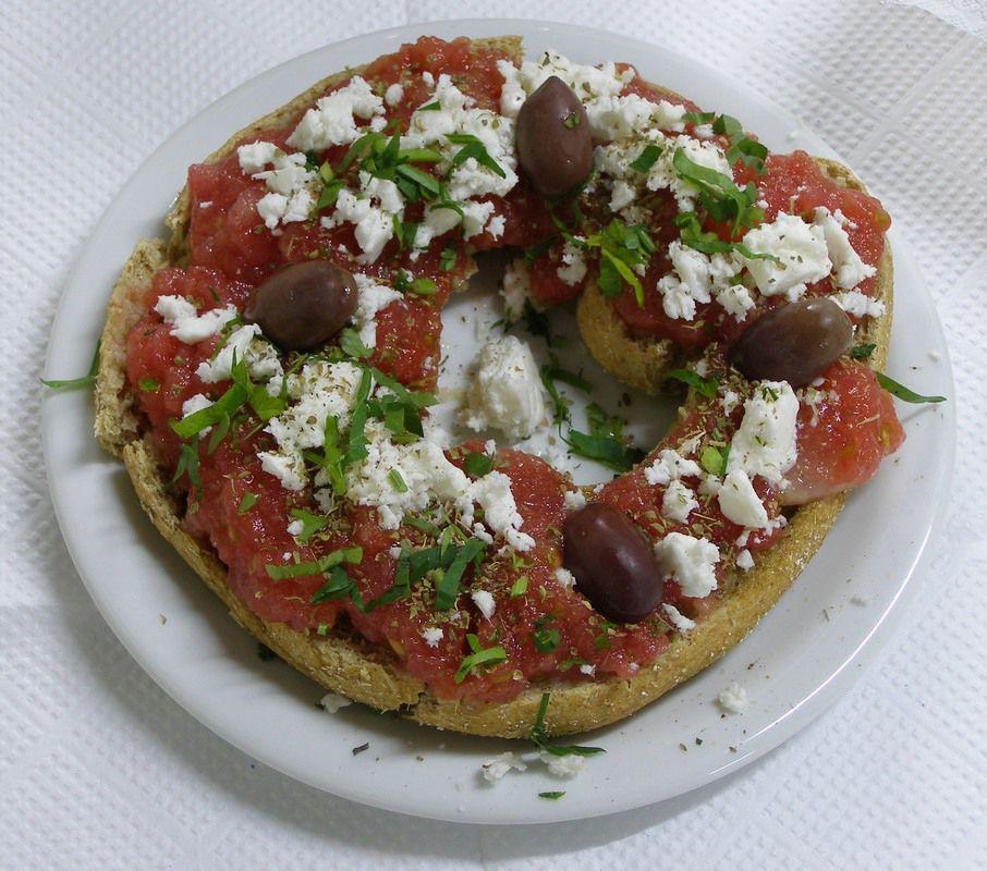 Riganatha: Pan a la parrilla con tomate, queso feta y orégano
