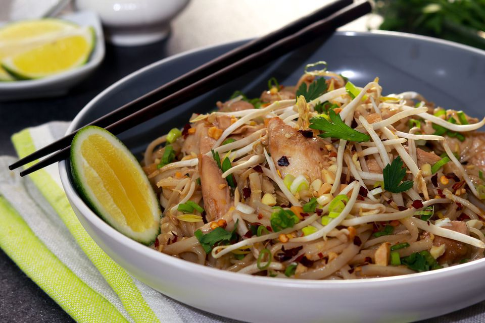 Pad Thai with chicken in a bowl.