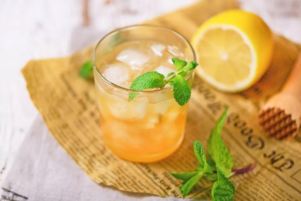 Jerry Thomas' Classic Whiskey Smash Cocktail